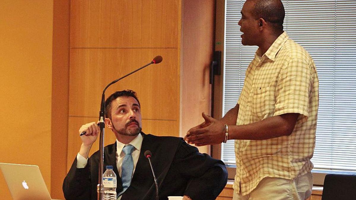 El acusado de matar a su hijo y sus suegros en Piedra Hincada durante el juicio. | | E.D.