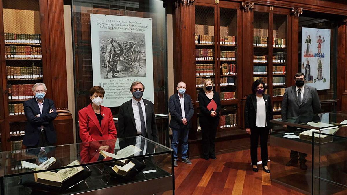 Un momento de la presentación ayer de la exposición en la Universitat de València. | LEVANTE-EMV