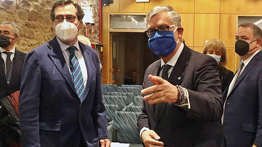 La CEOE ofrece a Feijóo la logística de grandes empresas para la vacunación