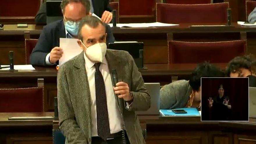 El vicepresidente del Govern, vacunado con la primera dosis de AstraZeneca en Son Dureta