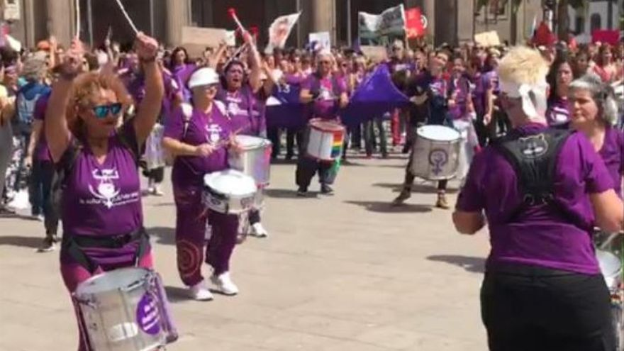 Las Tamboras Feministas 'La soRora SubVersiva' protagonizan la marcha del 8-M en Las Palmas de Gran Canaria