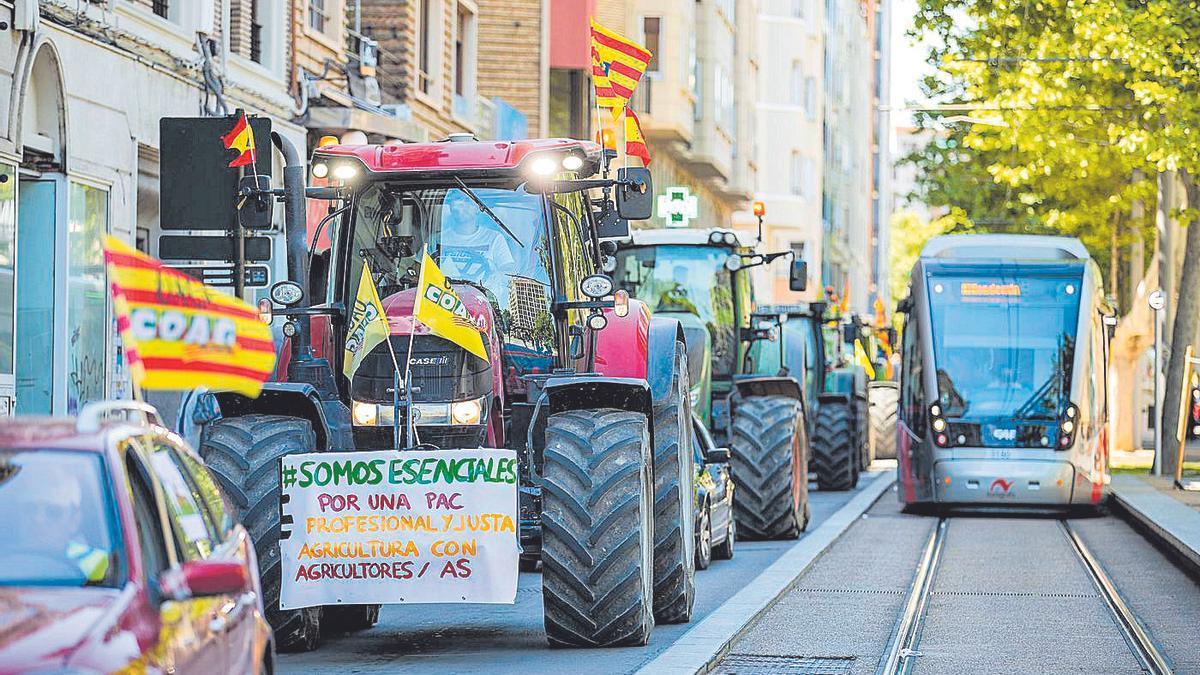 Tractorada en Zaragoza por la nueva PAC el mes pasado, a su paso por la Gran Vía zaragozana