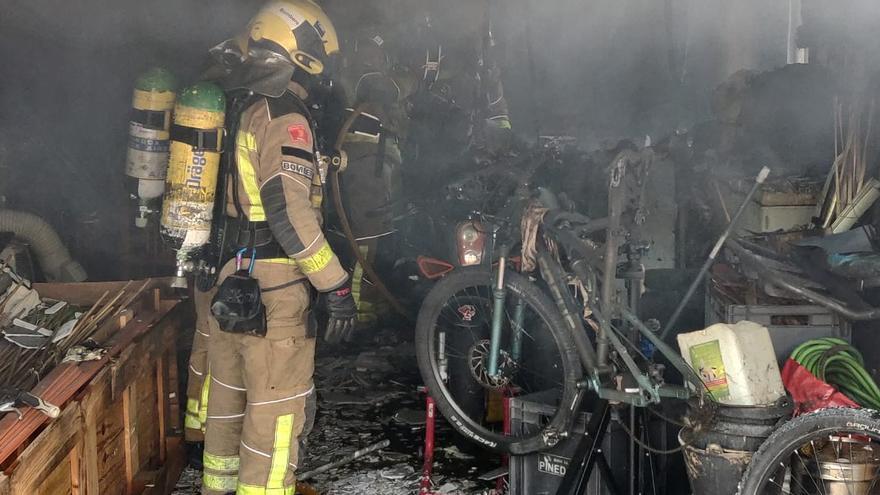 Un incendi en una casa de Lloret treu a la llum un cultiu de marihuana