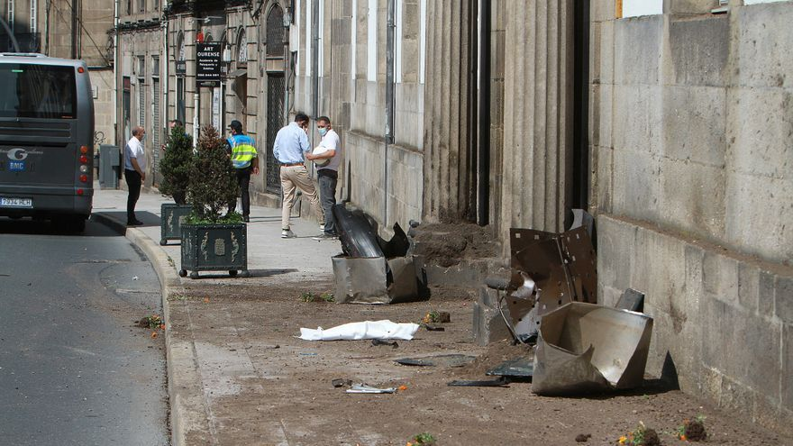 Una turista herida en Ourense al salirse de la vía un coche de la Policía Local en servicio urgente por una alerta de suicidio