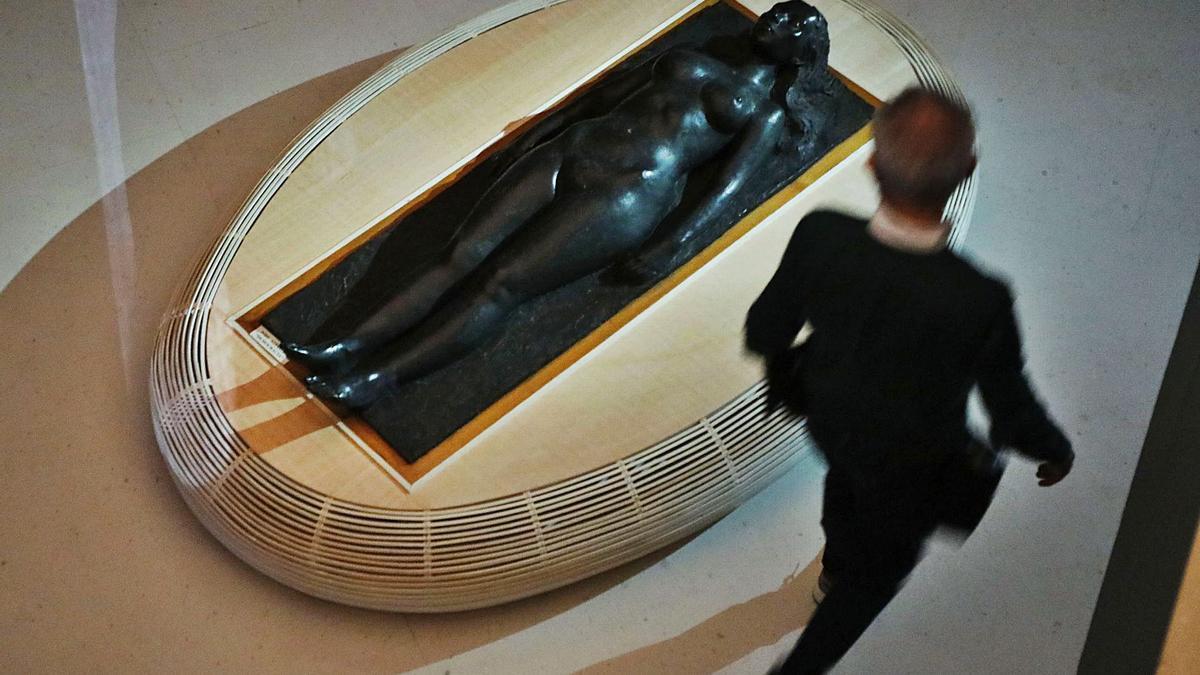 El «ninot» llamado «Democracia» descansa en la planta baja de la Galería 6 del IVAM. | MIGUEL ÁNGEL MONTESINOS