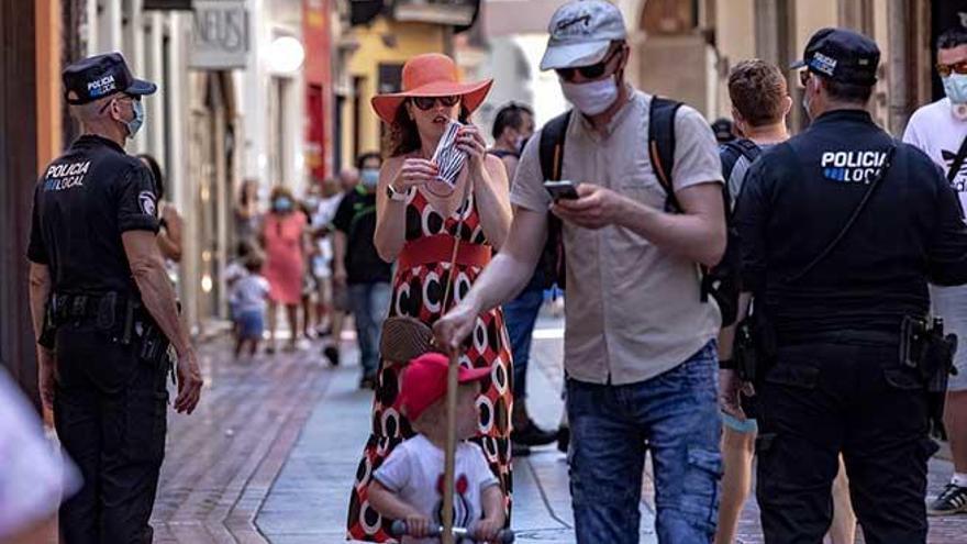 Salud deja en manos de los ciudadanos excluirse del uso de la mascarilla
