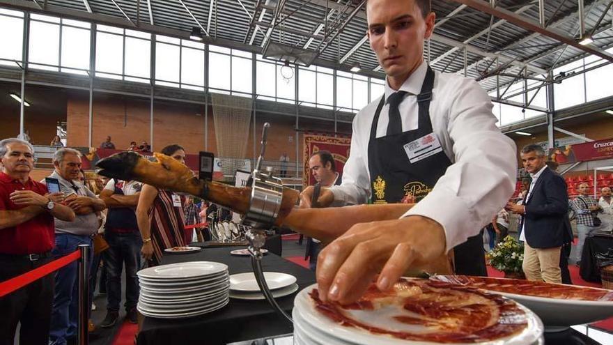 La Feria del Jamón de Villanueva de Córdoba mantendrá los concursos