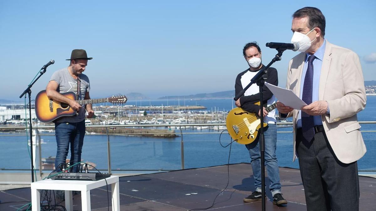 Caballero y Eladio y los Seres Queridos, ayer, en la terraza del Mar de Vigo
