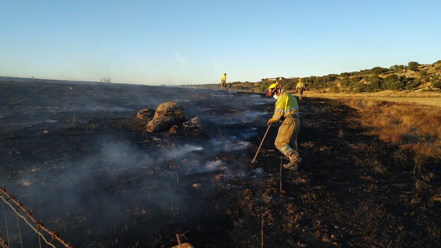 Extinguido un incendio en la dehesa de Carbellino, en Fresno de Sayago