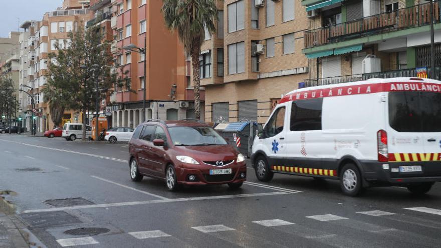 Una ambulancia con material esencial para el coronavirus sufre un robo en València