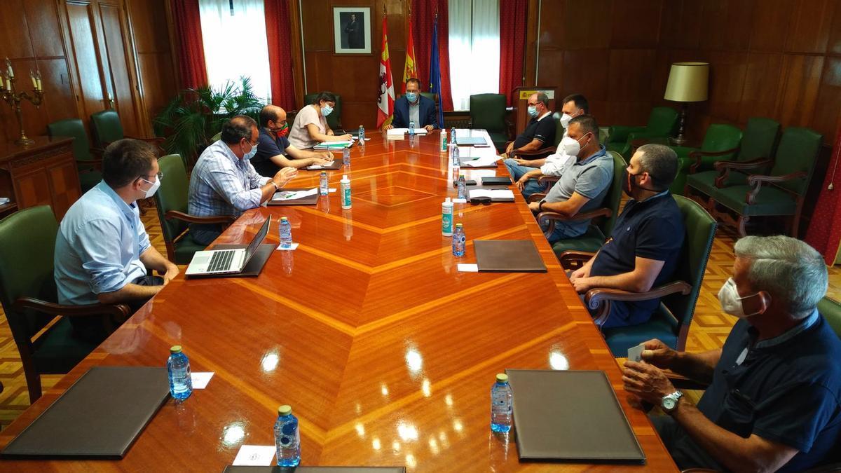 Reunión para preparar una anterior edición del Programa de Fomento de Empleo Agrario