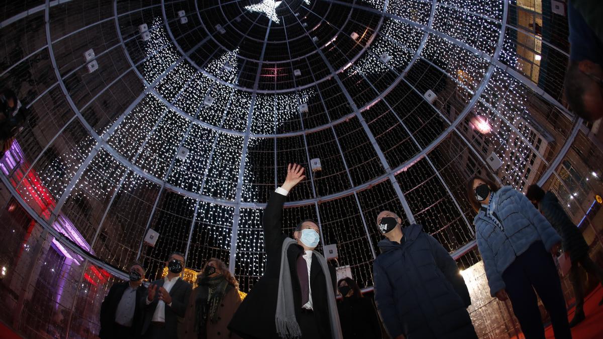Vigo ilumina con su mejor color una Navidad gris