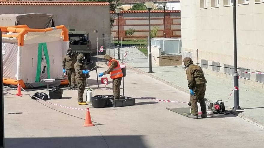 Militares de Valencia recalan dos días en Toro para desinfectar una residencia de mayores