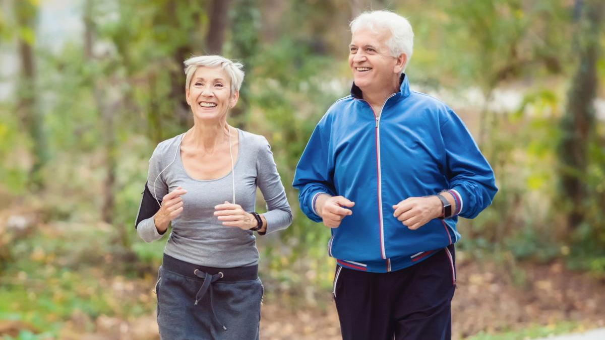 Seis meses de ejercicio aeróbico mejoran la salud cerebral de mayores sedentarios.
