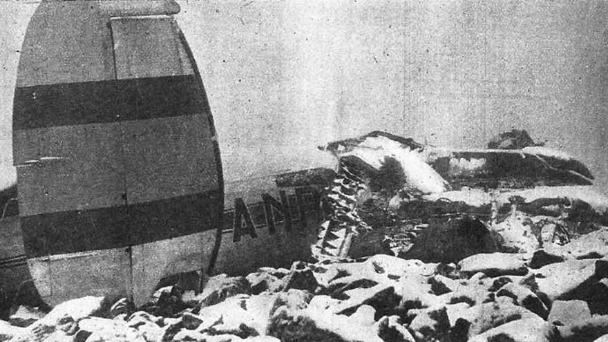 Labores de búsqueda y restos del avión Vigo-Madrid accidentado en la sierra del Guadarrama en 1958