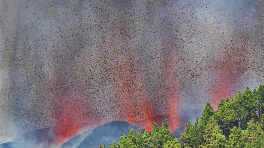 El volcà Cumbre Vieja de La Palma entra en erupció