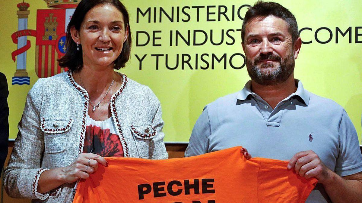 A ministra Reyes Maroto e o líder dos traballadores, López Corbacho, o pasado 31 de xullo.
