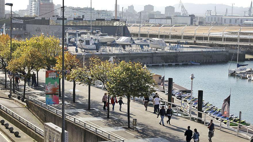 Cara  y cruz de los planes de reforma de la costa: Fomento luce boceto, el Muro se queda en la bronca