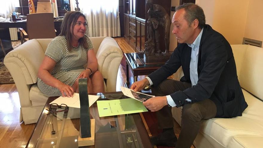 La subdelegada del Gobierno se reúne con el alcalde de Soutomaior
