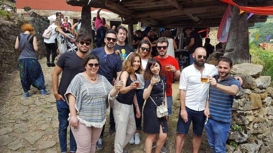 El Festival de la Cerveza Artesanal reunió a cientos de personas en Tolivia