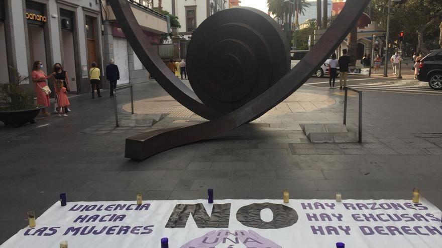 Niñas de Tenerife: Concentración por Anna y Olivia en Triana