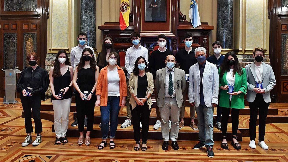 Aplauso en el Ayuntamiento a los mejores estudiantes de las pruebas ABAU  | VÍCTOR ECHAVE