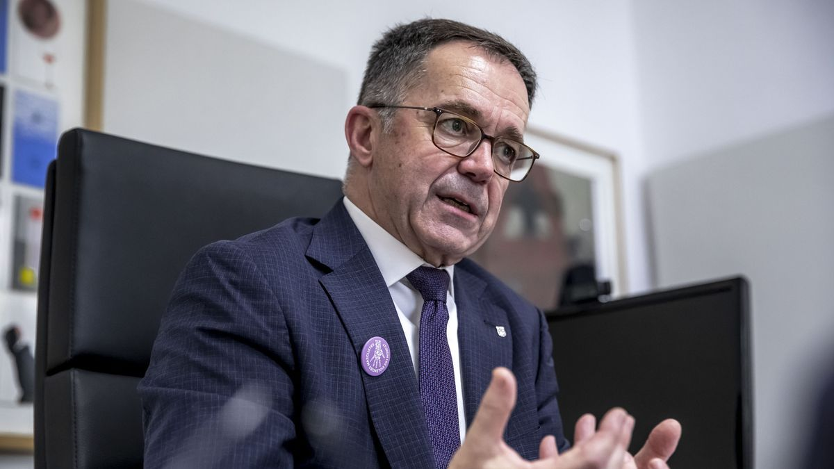 Josep Marí Ribas, en su despacho de la conselleria durante la entrevista.