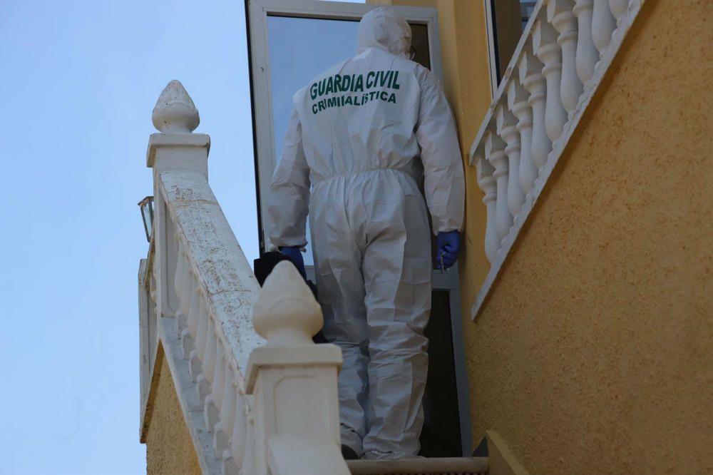El cuerpo sin vida de la mujer, de 38 años, ha sido encontrado en su domicilio en la urbanización Ciudad Quesada