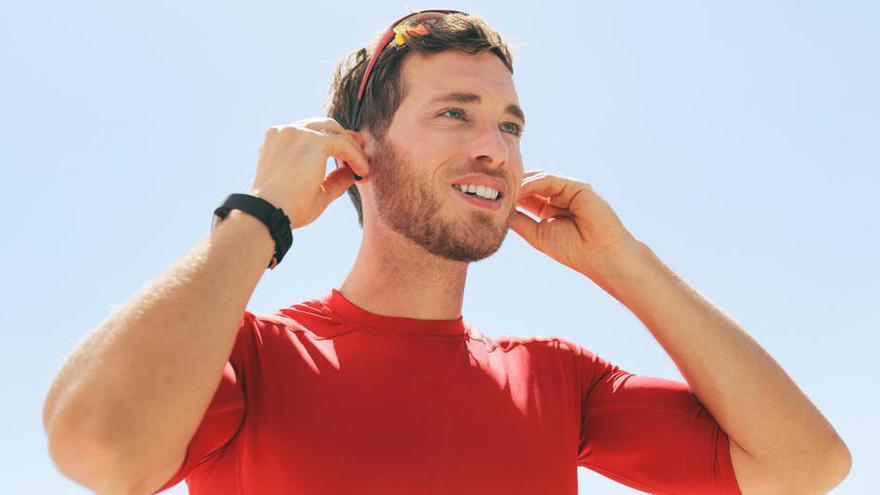 Consells per posar a punt els auriculars sense fils abans de sortir a fer esport