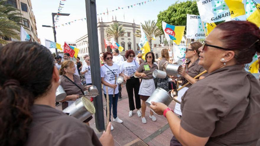 El Gobierno canario muestra su compromiso para reclamar al Estado las obras del Oliva Beach