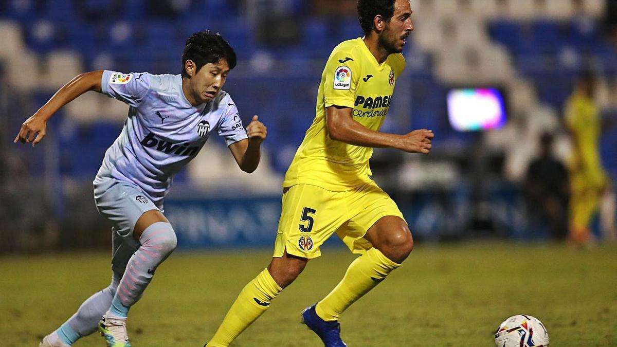 Dani Parejo, en un encuentro amistoso contra el Valencia. | F.CALABUIG