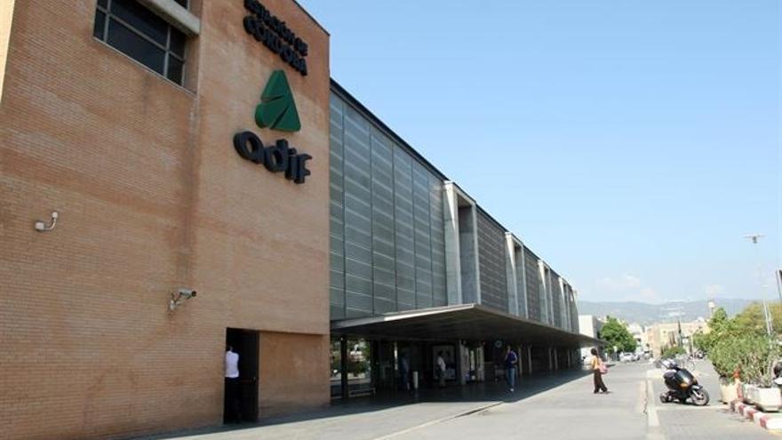 Adif AV licita el alquiler de un local comercial de la estación de Córdoba