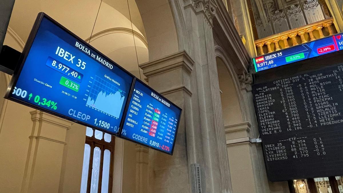 La Bolsa española abre a la baja y se aleja de los 9.000 puntos.
