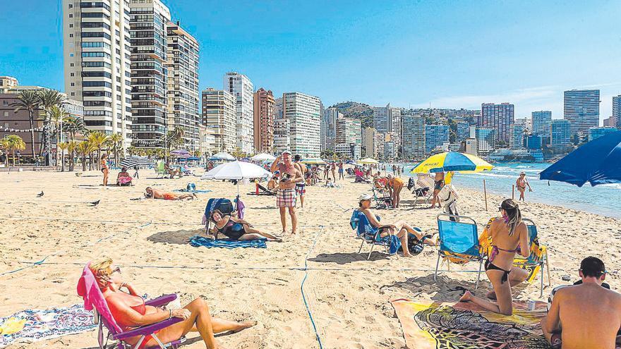 El anuncio del toque de queda del Consell frustra los planes de recuperar turismo internacional