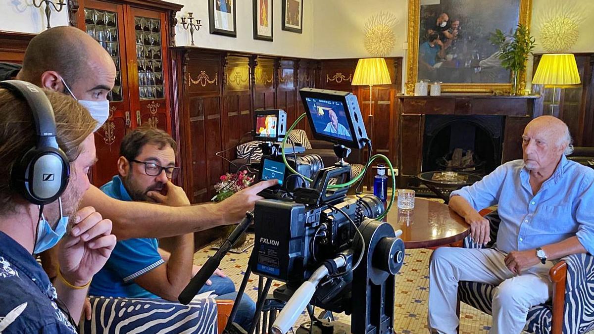 Un documental recorre «a cielo abierto» la memoria y la obra de Manuel Vicent