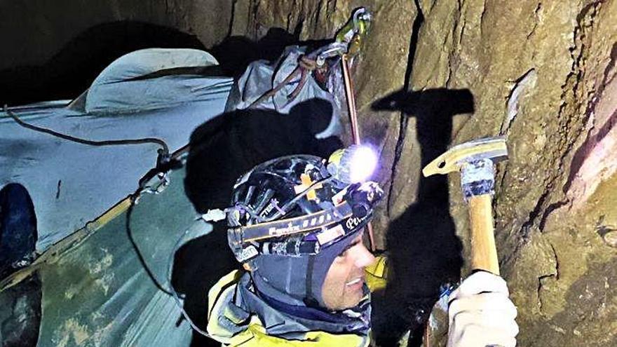 Un manresà passa nou dies en el pou més profund d'Espanya per obrir-hi una via d'escalada