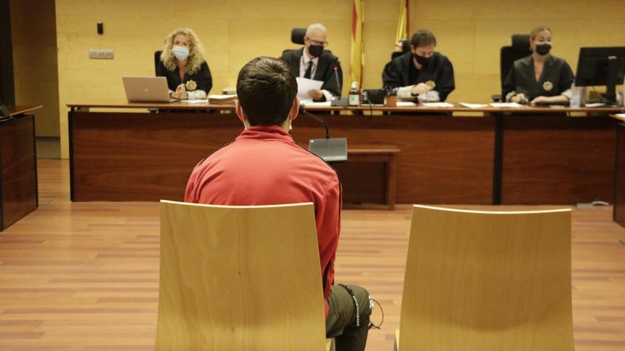 Jutjat un jove acusat de coaccionar la parella per tenir relacions sexuals a Girona