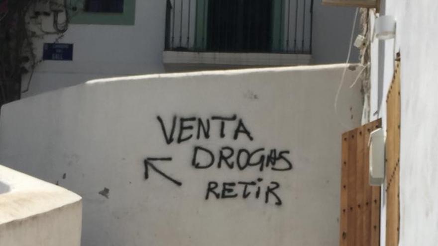 Droga, suciedad y amenazas: el día a día de los vecinos del barrio de sa Penya de Ibiza