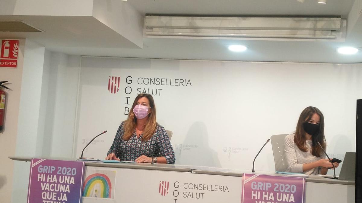 La consellera de Salud, Patricia Gómez, y Margalida Frontera, en la rueda de prensa.