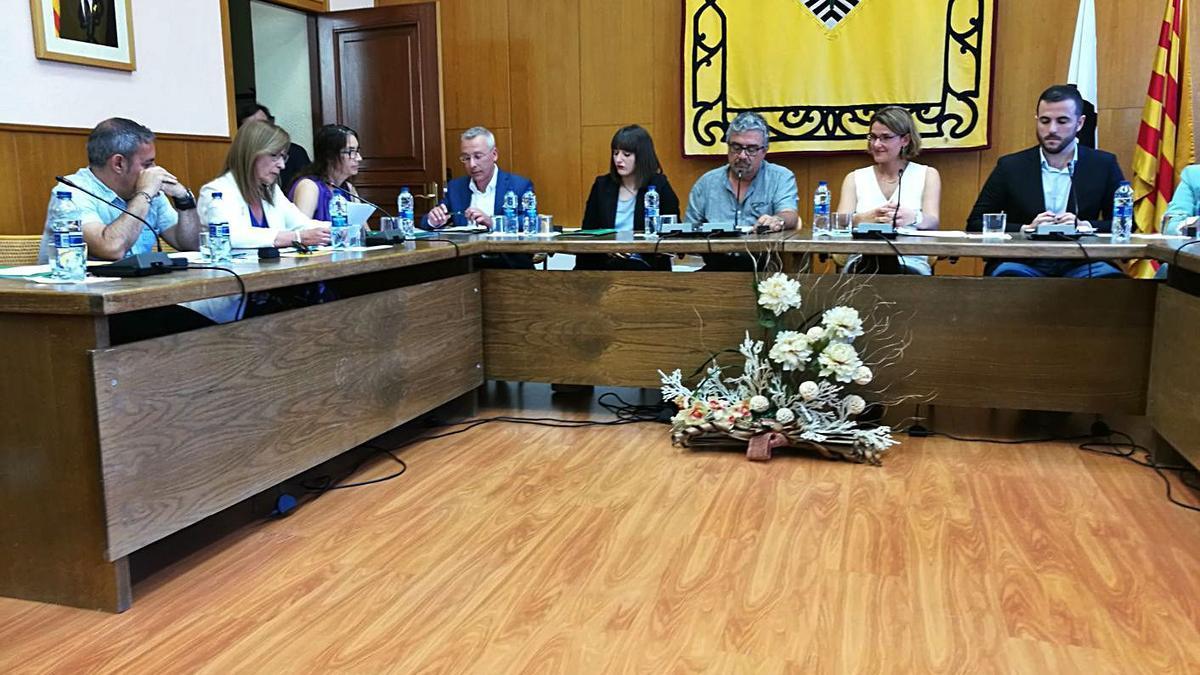 Membres del consistori en un ple de l'Ajuntament de Súria    ARXIU/D.B.