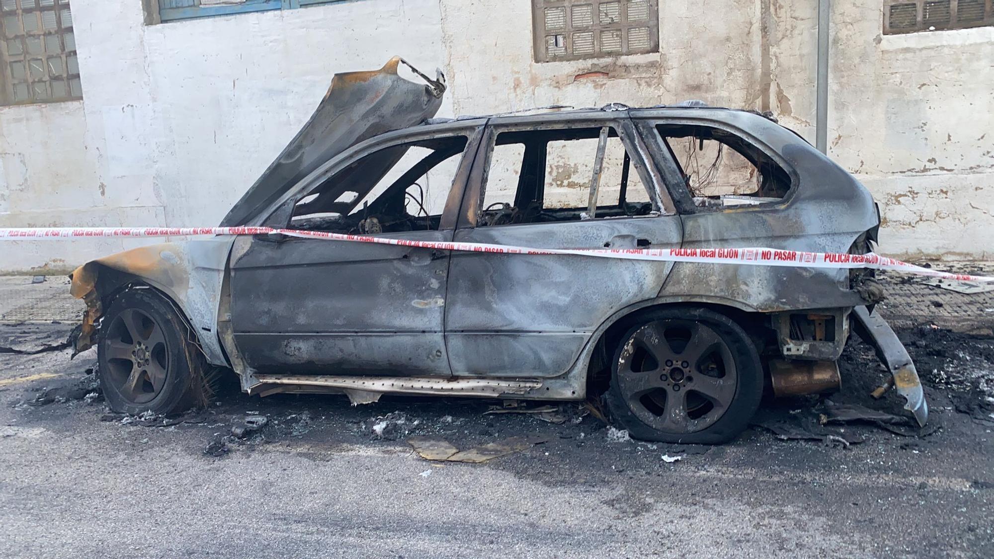 Varios vehículos afectados en El Natahoyo por un incendio