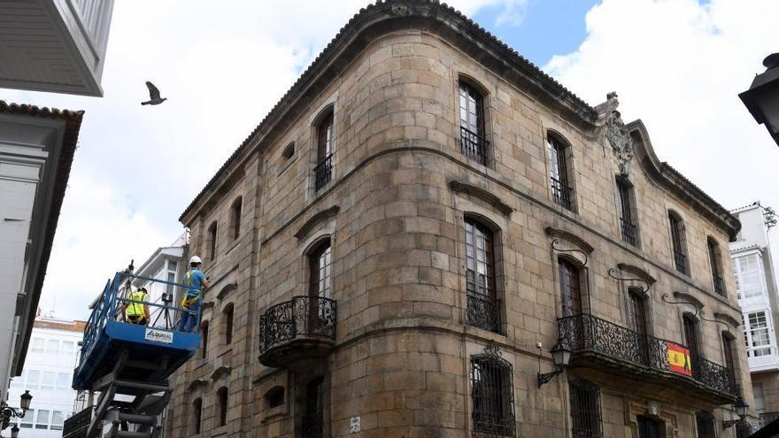 Los Franco ponen en venta la Casa Cornide durante juicio por el Pazo Meirás