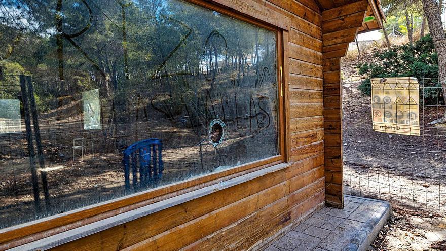 El vandalismo destroza el futuro centro de información de El Moralet en Benidorm