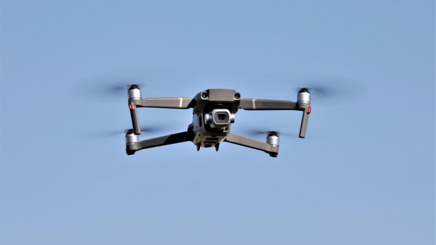 Cómo vigilan y sancionan los drones de la DGT, paso a paso