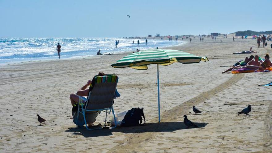 Canarias espera un cambio de Sanidad a última hora que salve al sector turístico
