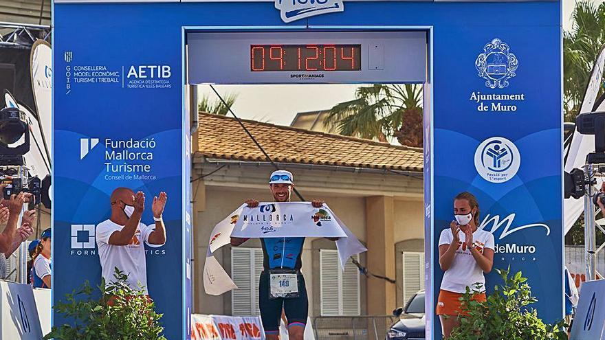Shepted y Tuin triunfan en el Mallorca 140.6 Triathlon en Playa de Muro