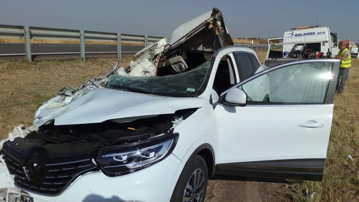 Imagen del vehículo siniestrado en el accidente producido en la A-6, a la altura de Castrogonzalo.