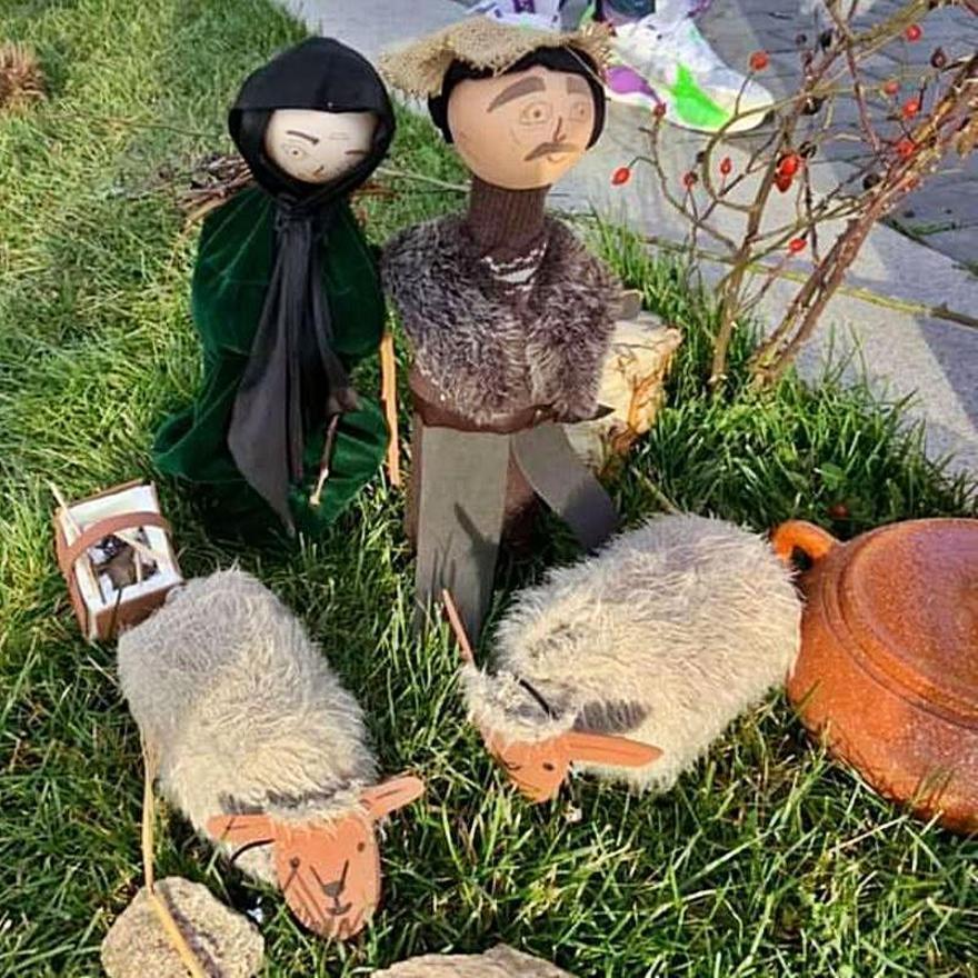 Las figuras de dos pastores acompañados de sus ovejas. | Cedida