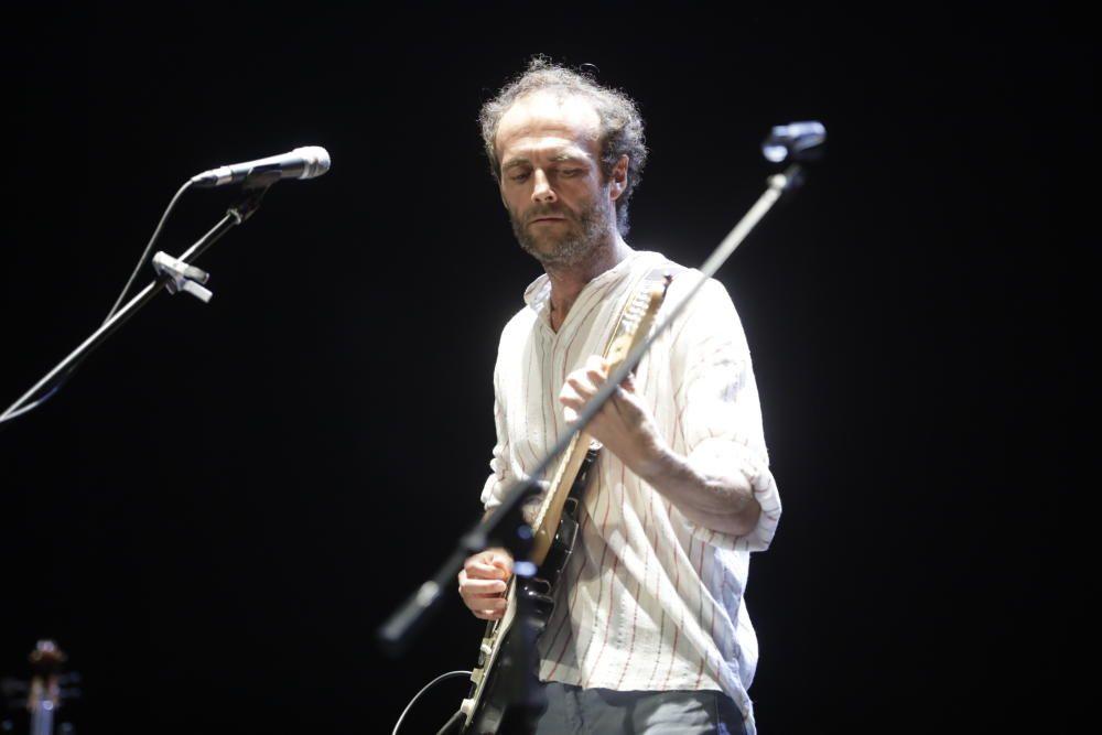 Miquel Serra brinda un gran directo entre amigos en el Teatre Principal