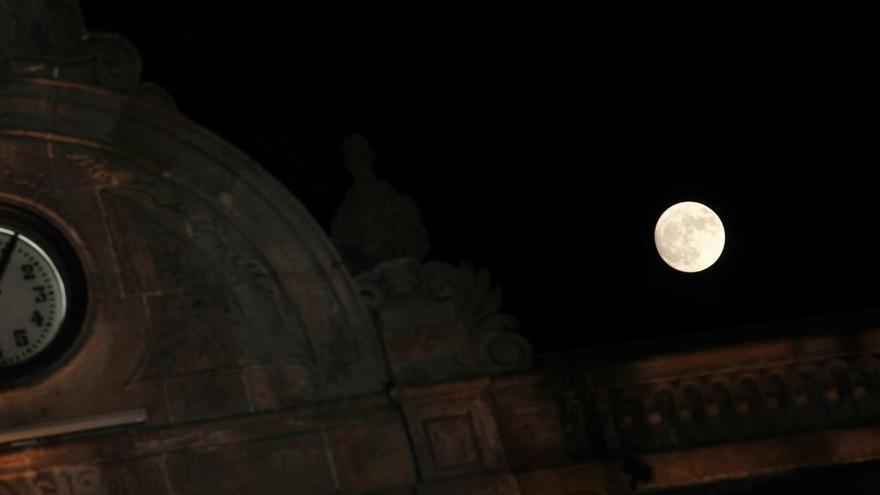 Ésta es la hora a la que mañana se verá el eclipse de luna en Asturias